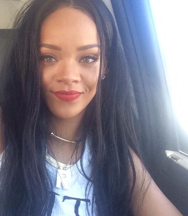 Rihanna e Twitter un rapporto controverso